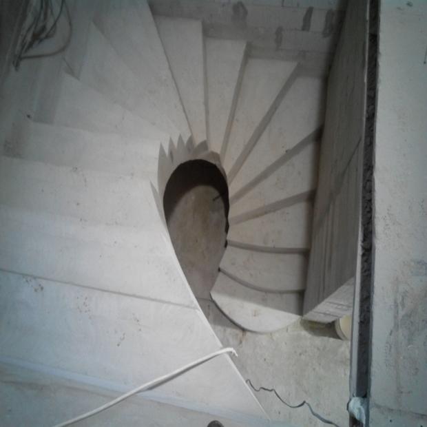 Монолитная бетонная лестница №18