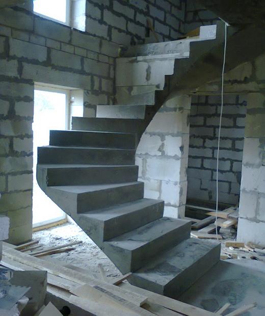 Монолитная бетонная лестница №17
