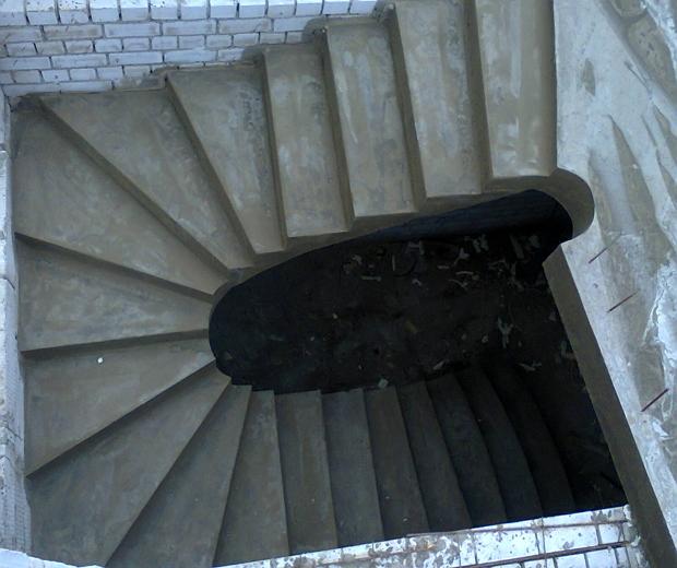 Монолитная бетонная лестница №12