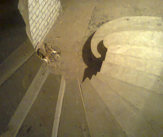 Монолитная бетонная лестница №10
