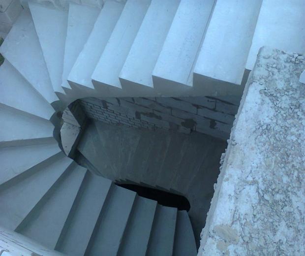 Монолитная бетонная лестница №4