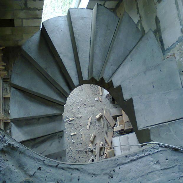 Монолитная бетонная лестница №22