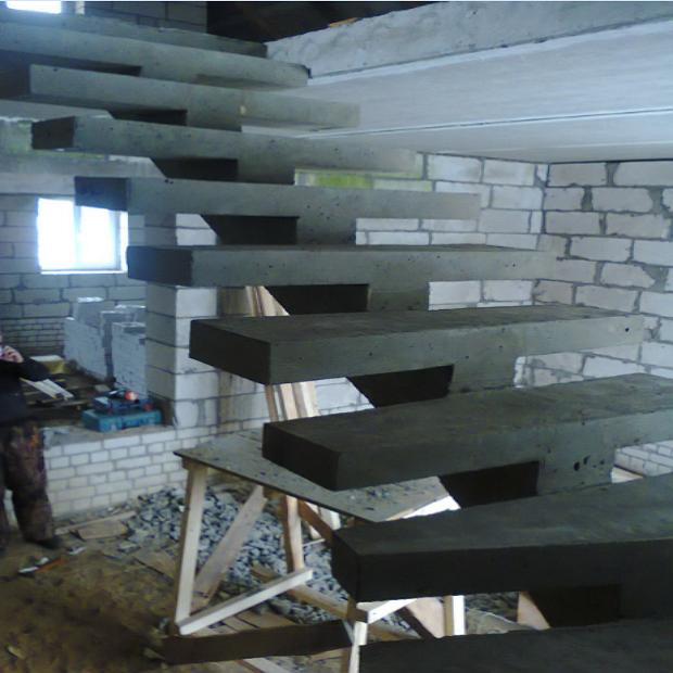 Монолитная бетонная лестница №21